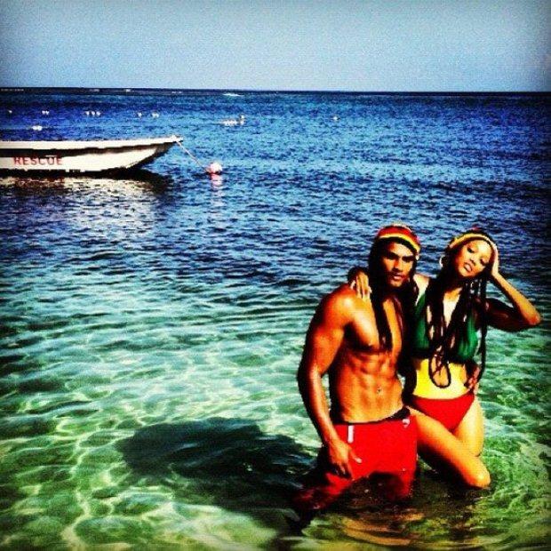 Em Julho, Tyra Banks foi até à Jamaica com o modelo Rob Evans e aproveitou para manter os seguidores actualizados por intermédio do Twitter.