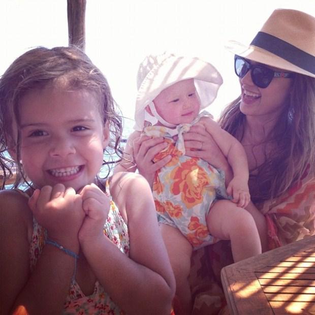 Jessica Alba escolheu Itália para passar férias com as suas filhas Honor e Haven. A actriz actualiza com frequência o Twitter e esta foi a contribuição do dia 11 de Julho.