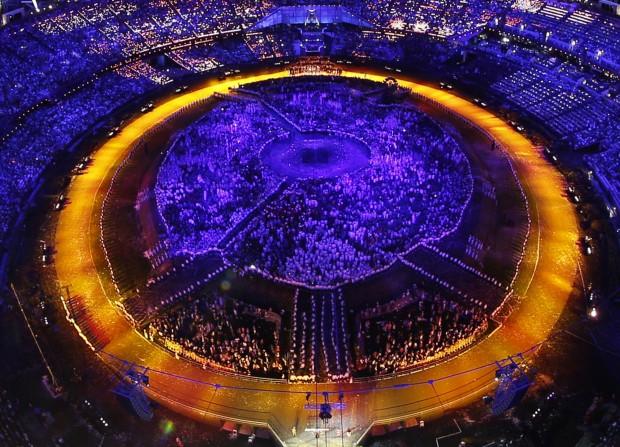 REINO UNIDO, 27.07.2012. O estádio olímpico de Londres durante a cerimónia de abertura das Olimpíadas 2012