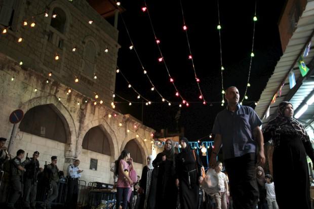 ISRAEL, 25.07.2012.  Num beco decorado para o mês do Ramadão, em Jerusalém