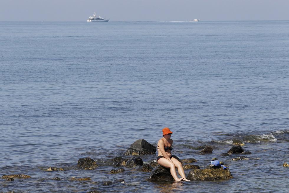 Itália, Ostia | 03.08.2012. 40ºC. Uma mulher aproveita o bom tempo para se bronzear em Ostia, perto de Roma