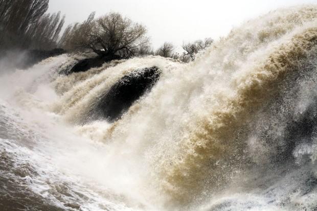 As poderosas quedas de água de Muradye, no Curdistão, perto da cidade de Dogubayazit, a cerca de 50 km da fronteira iraniana.