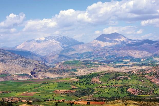 No Curdistão turco sobe-se a caminho do Monte Nemrut, Turquia