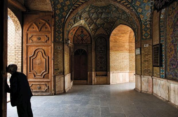A cidade de Ghazvin, depois de deixarmos Zanjan e a caminho de Teerão. A entrada da mesquita.