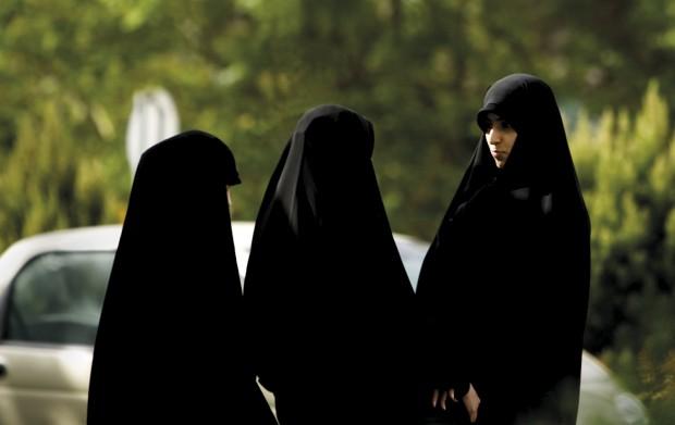 Jovens estudantes iranianas em Teerão