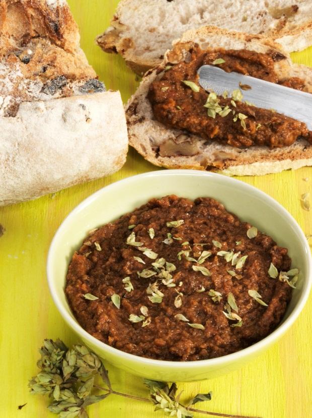Pasta de tomate, sardinhas e anchovas