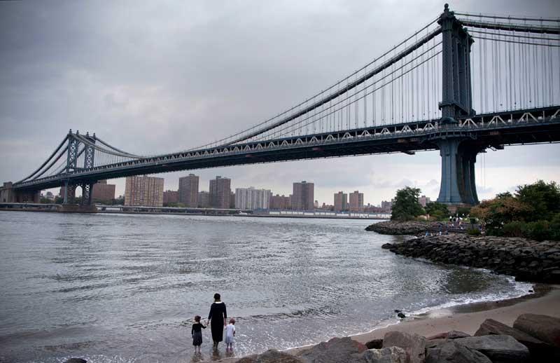EUA, 02.09.2012. Um passeio perto da ponte de Manhattan, Nova Iorque