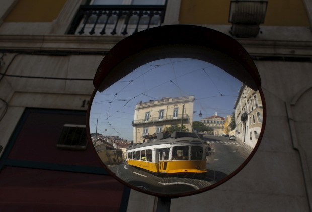 O eléctrico 28, montanha-russa no coração de Lisboa