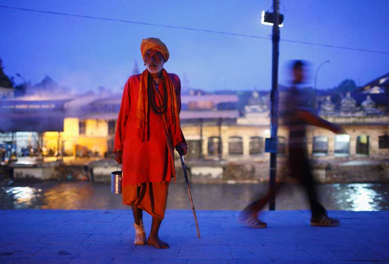 NEPAL, 20/09/2012. Um sadhu (homem santo) numa margem do rio Bagmati durante um festival (ishi Panchami) em Kathmandu