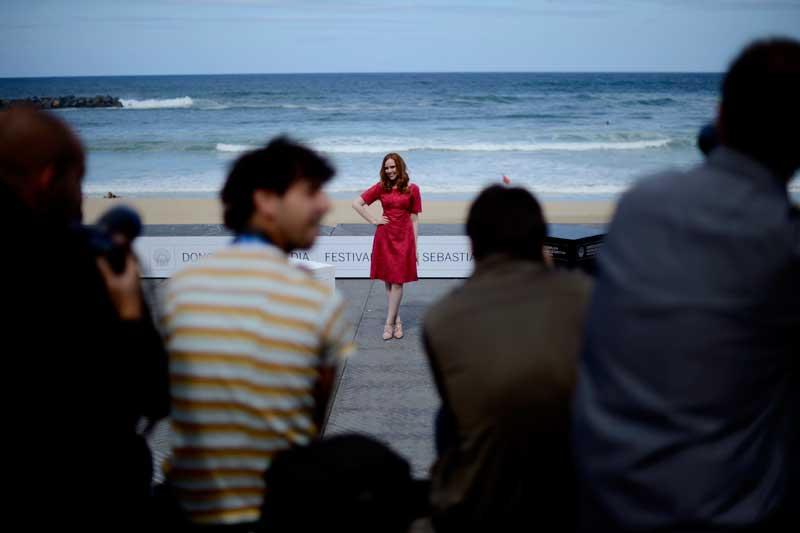 ESPANHA, 24/09/2012. A actriz Madeleine Bisson em pose na praia de Zoriola no festival de cinema de San Sebastián