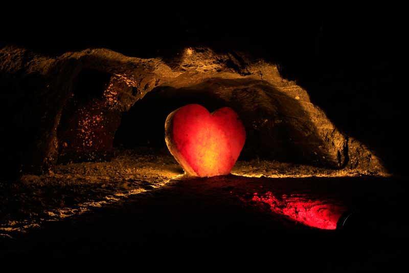 COLÔMBIA, 26.09.2012. Um coração de sal-gema na mina de sal-gema de Nemocon, curiosamente a mais populares atracções turísticas da Colômbia.