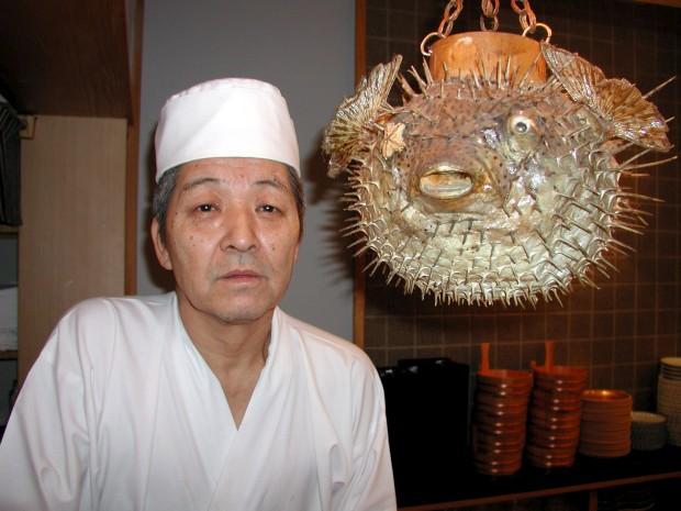 O chef de sushi Juntaro Takagi posa com um