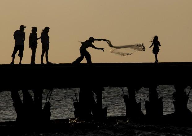 COLÔMBIA, 10.10.2012. A lançar a rede no Puerto Colombia, no mar caribenho.