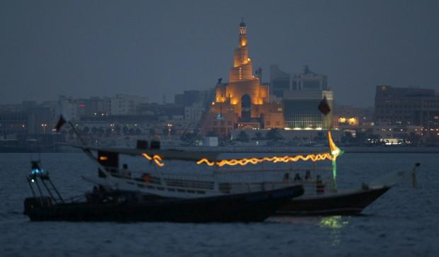 QATAR, 20.10.2012. O Centro Cultural Islâmico Fanar-Qatar iluminado à noite em Doha