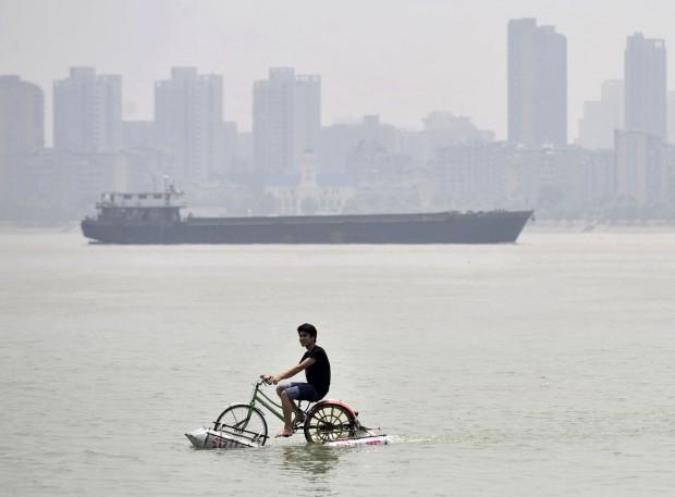 Na China, a bicicleta de Lei Zhiqian sob efeito