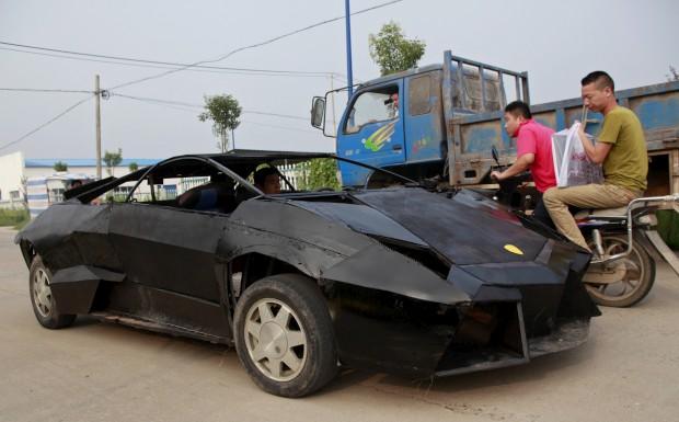 Um jovem mecânico chinês apaixonado por supercarros construiu uma réplica de um desportivo Lamborghini avaliado em mais de milhão de euros e do qual só existem 21 no mundo. A Jian, o
