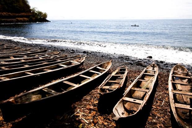 Na praia em São Tomé