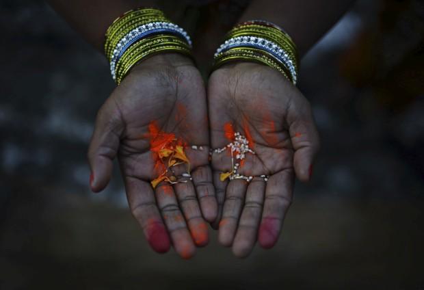 Orações no rio Bagmati, em Katmandu