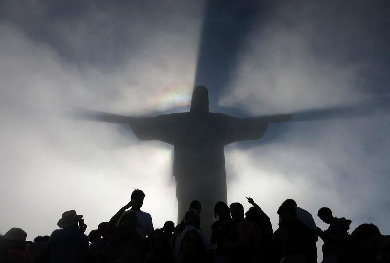 BRASIL, 10.12.2012. O Cristo Redentor do Rio de Janeiro, efeito nuvens e sombras