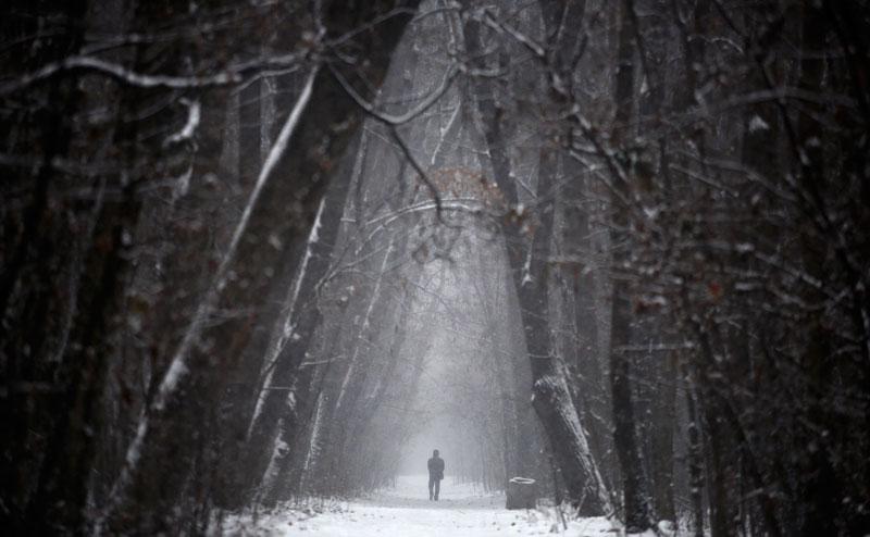 BULGÁRIA, 11.12.2012. Caminhada solitária durante um nevão em Sófia