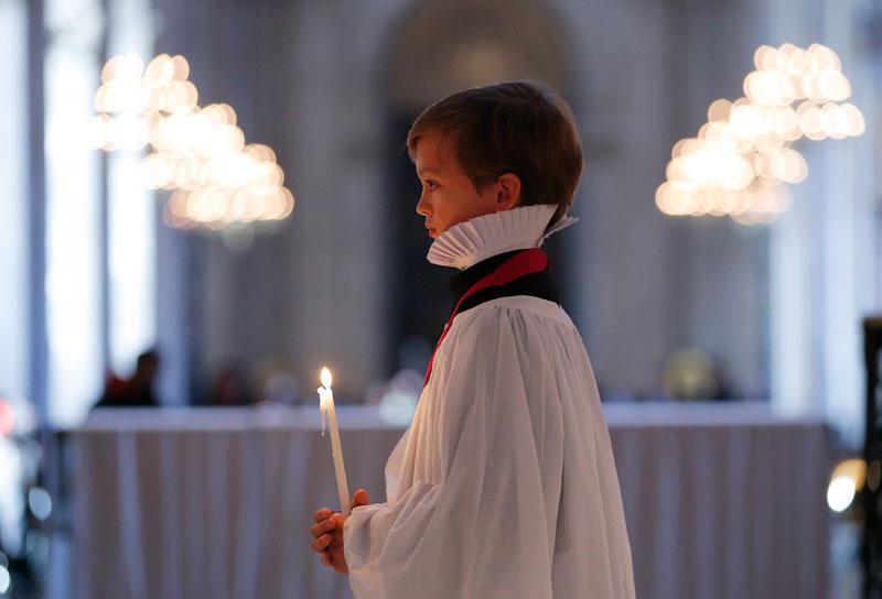 REINO UNIDO, 10.12.2012. Harry, de 13 anos, cantor de coro, na Catedral de São Paulo em Londres