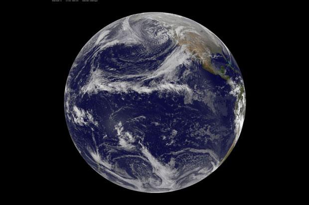 TERRA, 21.12.2012. A Terra, sem sinais do fabulatório anúncio de fim do mundo que distraiu os terráqueos nos últimos tempos.