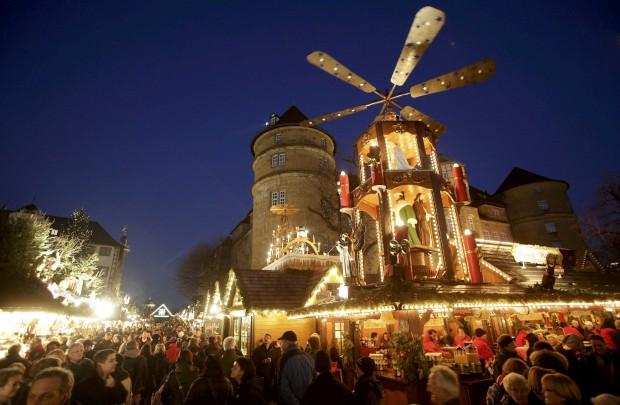 Um dos tradicionais mercados de Natal alemães, este em Estugarda