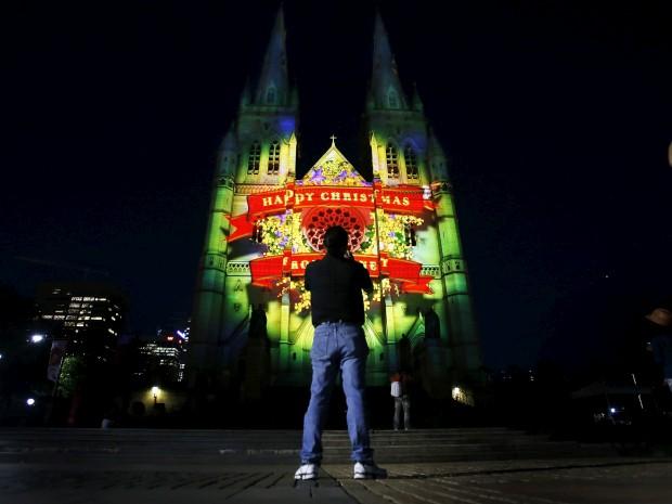 Na Catedral de Santa Maria, em Sydney, Austrália: um encenação luminosa com 75m de altura