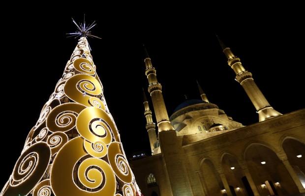 Mesquita e árvore de Natal: visto na baixa de Beirute, Líbano