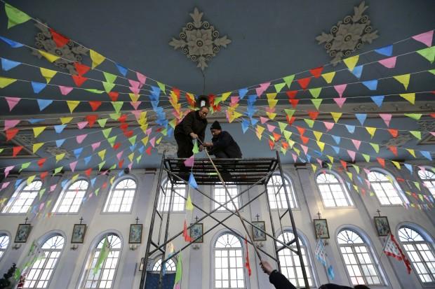 Uma igreja católica na China a ser decorada para o Natal (em Gaojiabao)