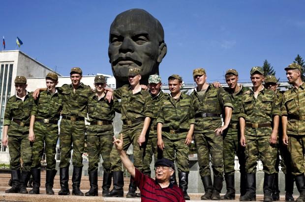 Sob o olhar de Lenine