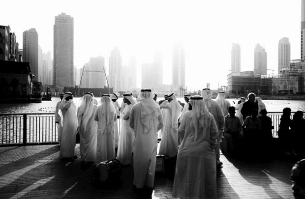 A monumentalidade debaixo de olho: Em frente ao Dubai Mall, o maior centro comercial do mundo, no Dubai