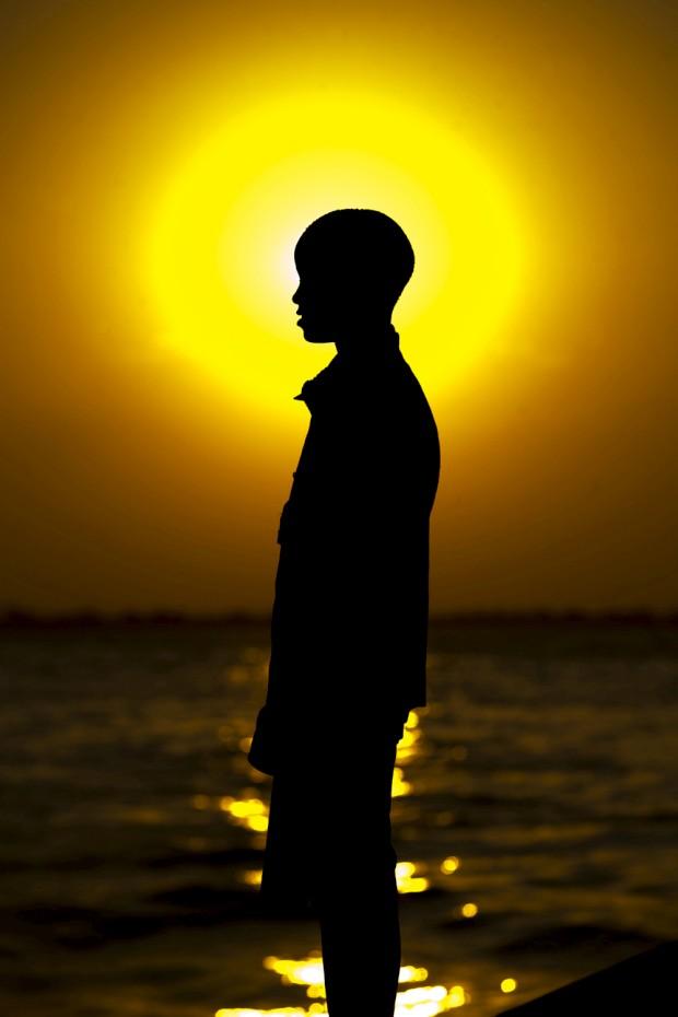 Uma silhueta de futuro em pôr-do-sol de Maputo, Moçambique