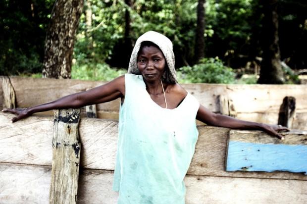 A mulher de um pescador numa aldeia do Sul da Guiné-Bissau
