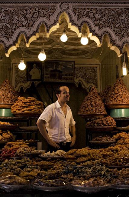 Vendedor de doces num dos souks de Marraquexe