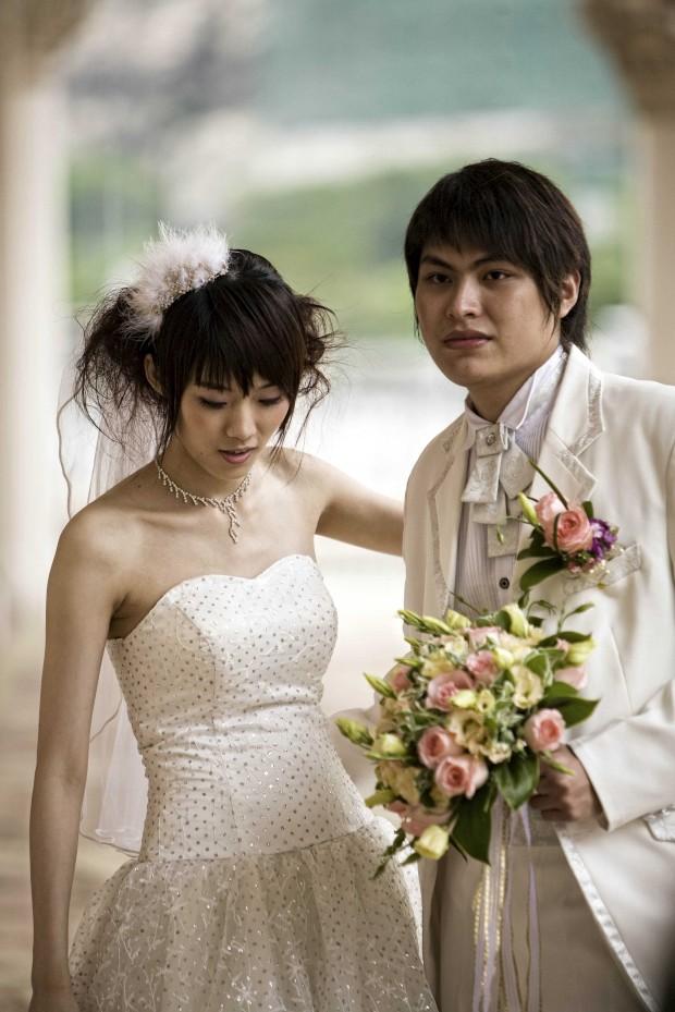 Um casal celebra o seu casamento no Casino Venetian de Macau