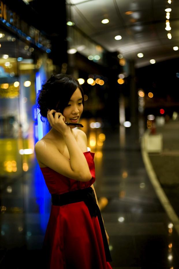 Fotografada à porta de um dos muitos casinos de Macau