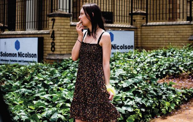 Uma jovem sul-africana nas ruas de Pretória
