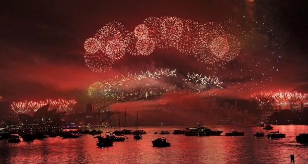 AUSTRÁLIA, 31.12.2012. Festa de fogos sobre o porto de Sydney, Austrália