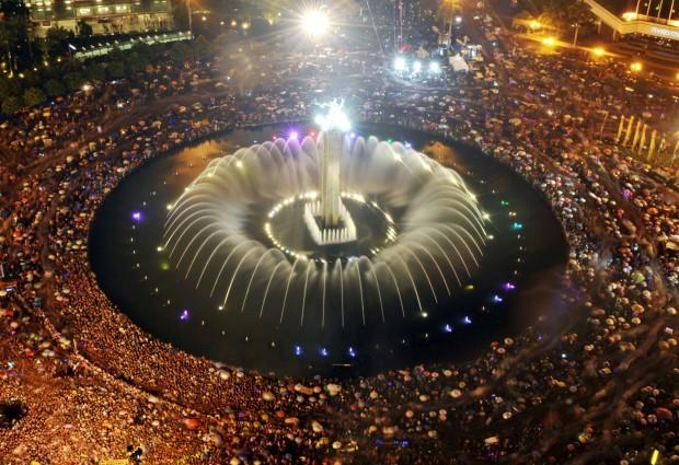 INDONÉSIA, 31.12.2012. Show pirotécnico a celebrar o novo ano em Jacarta