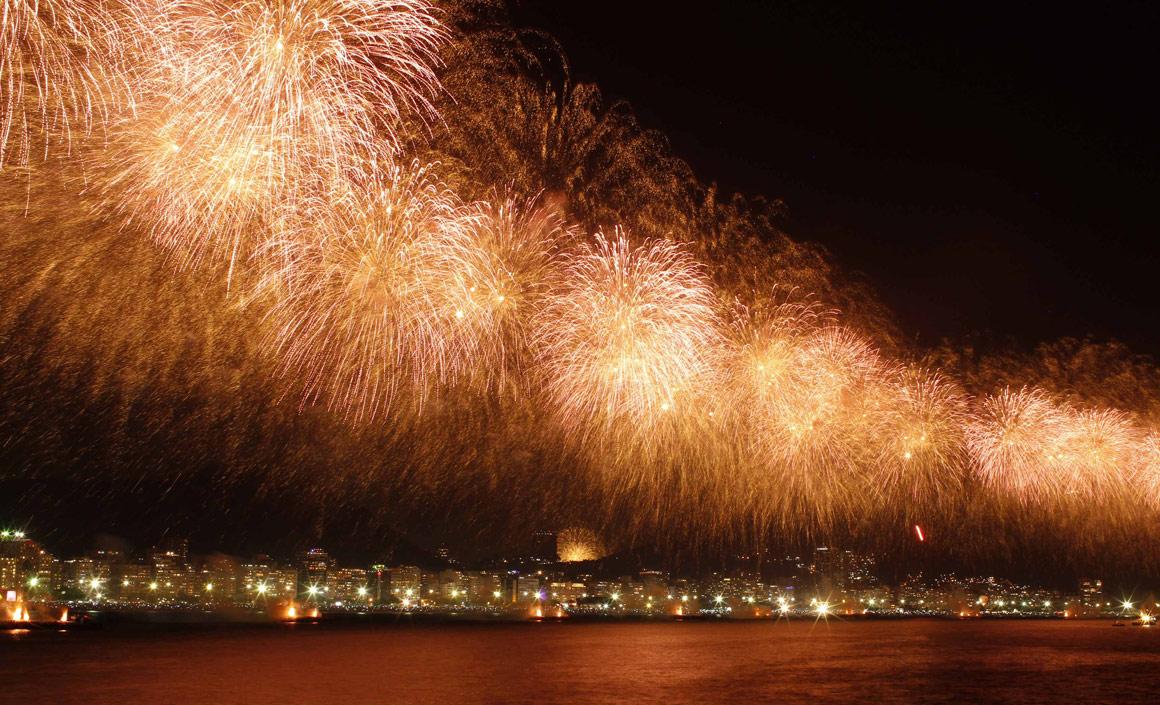 Fogo-de-artifício em Copacabana, no Rio de Janeiro