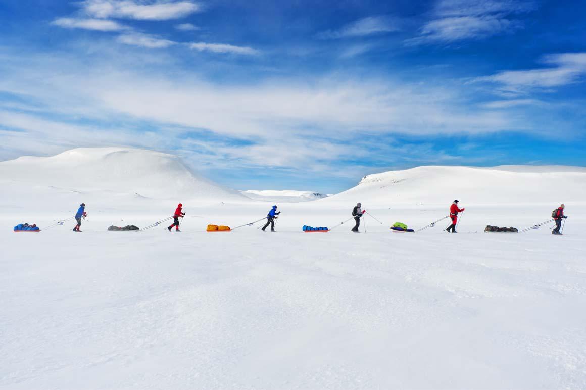 Escolha dos leitores/Pessoas: Participantes de uma corrida na planície Hardangervidda, na Noruega, que o explorador Roald Amundsen não conseguiu atravessar, quando se preparava para a missão rumo ao Pólo Norte, em 1911.