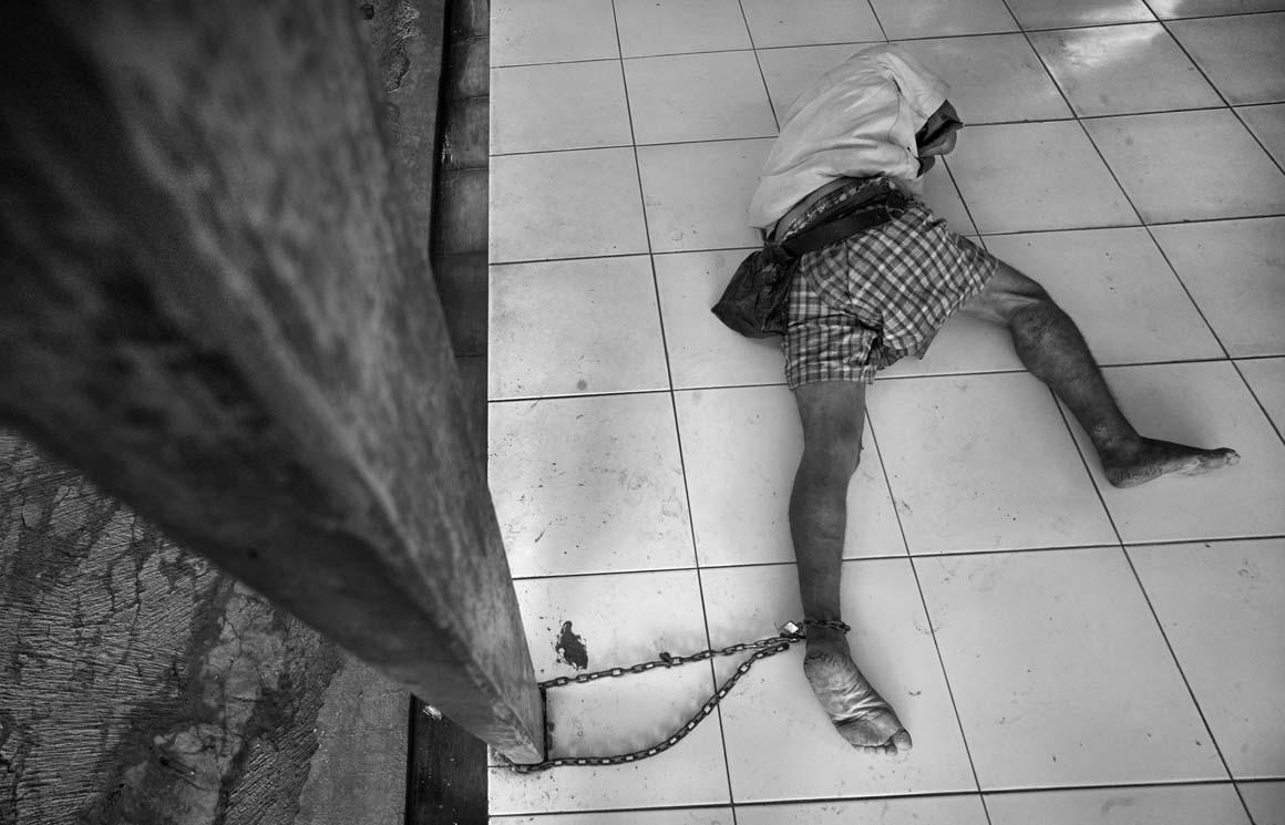 Menção Honrosa: Centro de reabilitação de Yayasan Galuh, uma instituição para deficientes mentais na Indonésia, com mais de 250 pacientes abandonados pelas famílias ou sem abrigo. O único tratamento que recebem é para problemas de pele.