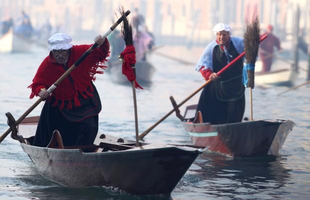 ITÁLIA, 6.1.2013. A tradicional regata dos Befane no grande canal de Veneza