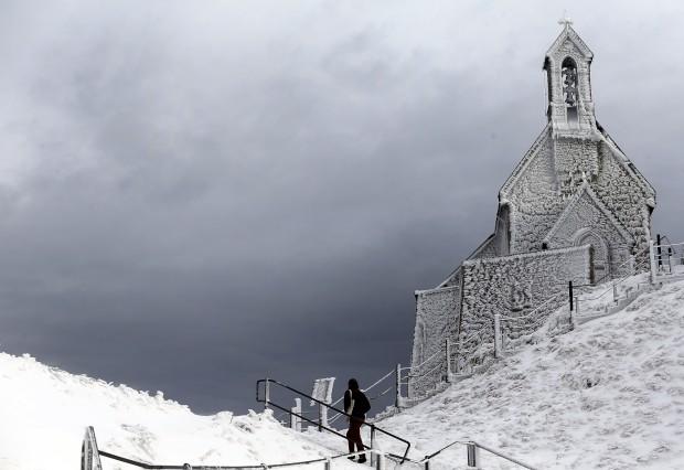 ALEMANHA, 8.1.2013. A caminhar pela montanha Wendelstein a 1838m de altitude