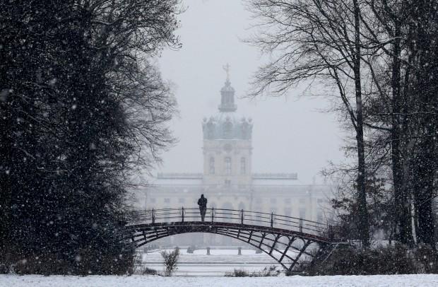 ALEMANHA, 14.1.2013. Sob nevão em Berlim, no castelo Charlottenburg