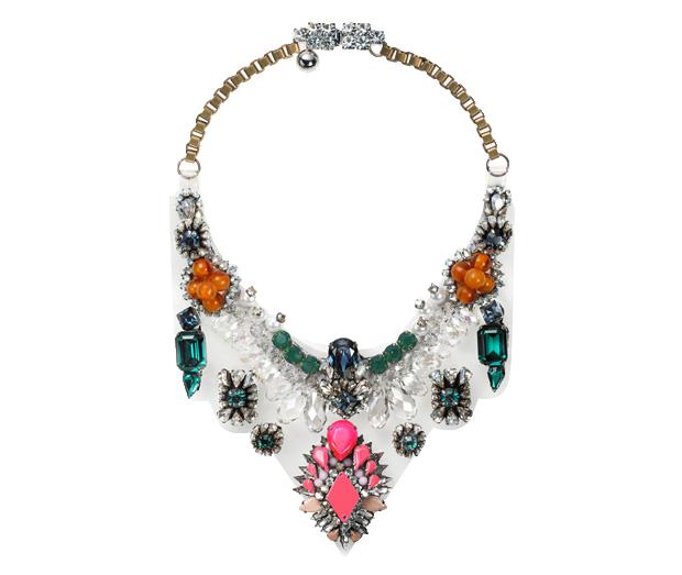 O colar Lyubov, da Shourouk, custa €740