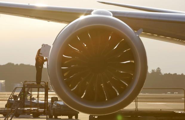 A examinar um 787 no aeroporto de Tóquio, 17.01.2013