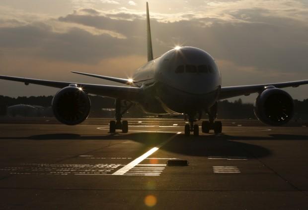 Um 787 da United Airlines aterra em Tóquio