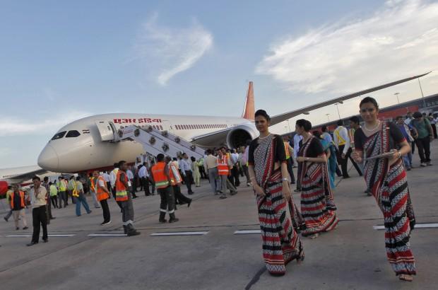Em Setembro de 2012, a celebrar a chegada a Nova Deli do primeiro Dreamliner da Air India